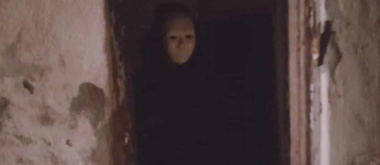 Człowiek w masce