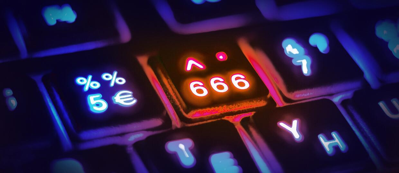 Komputer sam się wyłącza i wydaje dziwne dźwięki? Być może zamieszkał w nim demon