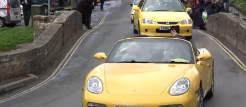 100 aut wyjechało na ulicę wspierając ofiarę wandalizmu