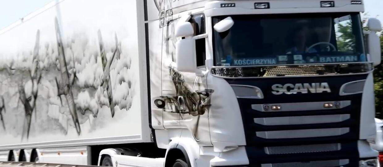 Brytyjska policja podziwiała ciężarówkę będącą hołdem dla Dywizjonu 303