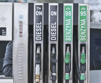 Dobra wiadomość dla kierowców. Spadają ceny paliw