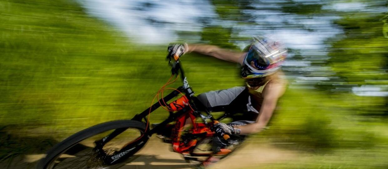 Downhill przy prędkości 41 km/h? Loic Bruni pokazuje jak to się robi