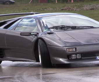 Driftujące Lamborghini Diablo