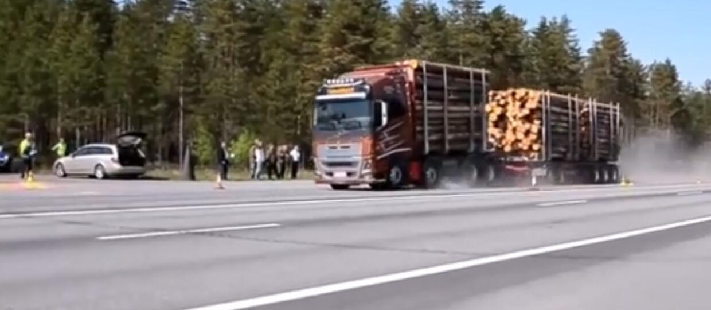 Droga hamowania ciężarówek z różnym obciążeniem