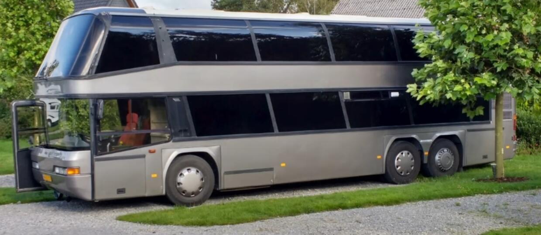 Holenderska para przekształciła autobus w oryginalny kamper