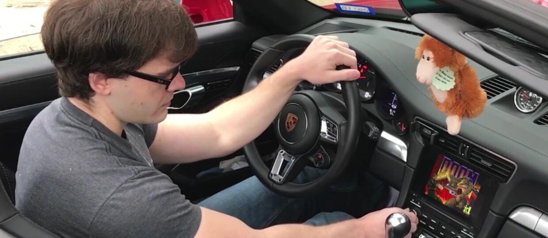 Jak grać w Dooma przy pomocy Porsche 911?