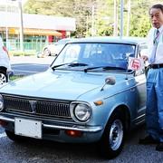 Od 47 lat jeździ Toyotą Corollą