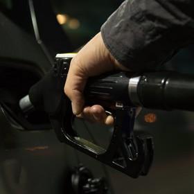 Samochodowy geniusz próbował wypompować paliwo z auta odkurzaczem. Spowodował wybuch na stacji benzynowej