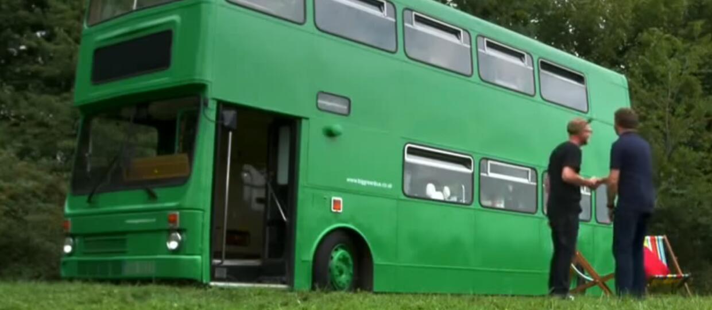 Zmienił autobus w dom na kółkach