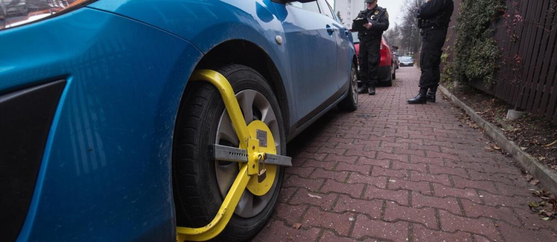 Czy poseł PiS może parkować swoje Cinquecento gdzie chce?