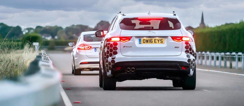 JLR i Ford opracują system optymalizujący jazdę w mieście