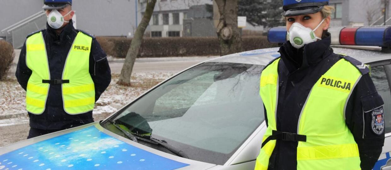 Krakowscy policjanci otrzymali maski antysmogowe