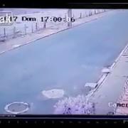 Motocyklista stracił nogę w zderzeniu z latarnią