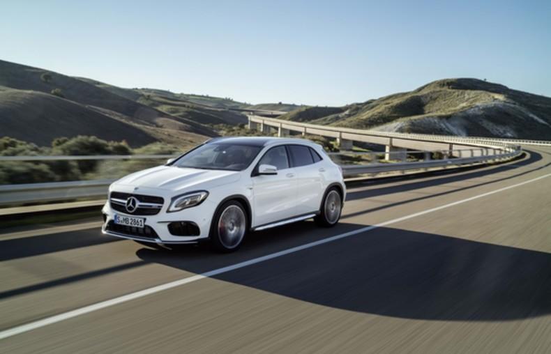 2017-Mercedes-GLA-12