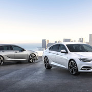 Opel Insignia wjeżdża do polskich salonów
