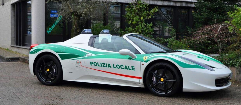 Skonfiskowane mafii Ferrari 458 służy w policji