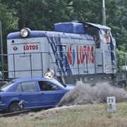 Kierowcy kontra przejazdy kolejowe. Jakie masz szanse w spotkaniu z pociągiem?