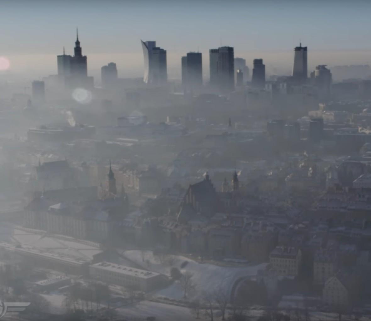 Smog impulsem do wprowadzenia ograniczeń dla starych aut w Polsce?
