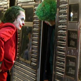 """Afera na planie """"Jokera"""". Statyści zamknięci w metrze, byli zmuszeni... sikać na tory"""