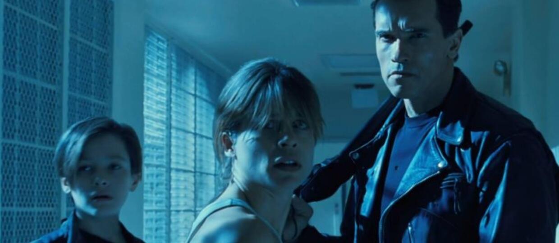 """Arnold Schwarzenegger i Linda Hamilton na planie """"Terminatora 6"""" odtworzyli zdjęcie sprzed 27 lat"""