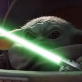"""Foto: kadr z wideo """"Baby Yoda VS Darth Sidious""""/  MaxeBaumannFilms"""