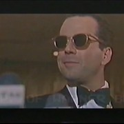 """Bruce Willis jako Batman w parodii zwiastuna """"Batman v. Superman: Świt sprawiedliwości"""""""