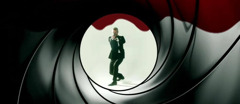 David Beckham staje się Jamesem Bondem i... Batmanem w skeczu