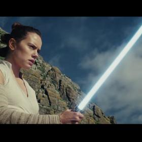 """Do kina na """"Ostatniego Jedi"""" czy """"Ostatnich Jedi""""? Przedstawiciel Disney Polska skomentował sprawę"""