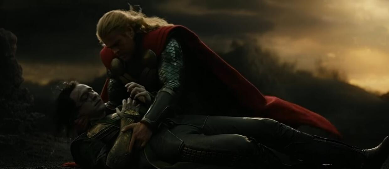 """""""Śmierć"""" Lokiego w filmie """"Thor: Mroczny Świat"""", foto: Kadr z filmu"""