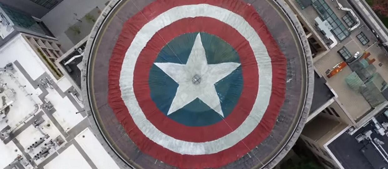 """Grupa fanów Marvela zmieniła dach uniwersytetu MIT w tarczę Kapitana Ameryki z okazji premiery """"Avengers: Endgame"""""""