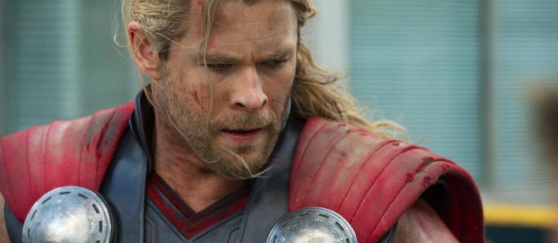 """Jak długo Chris Hemsworth będzie mieć długie włosy w filmie """"Thor: Ragnarok""""?"""