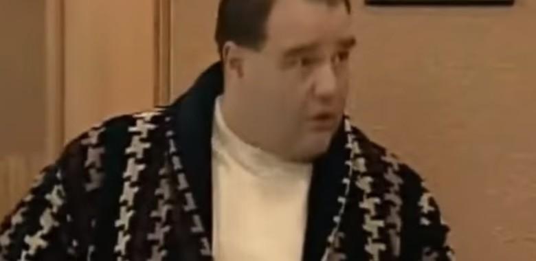"""Jak dobrze znasz Karola Krawczyka z """"Miodowych lat""""? [QUIZ]"""