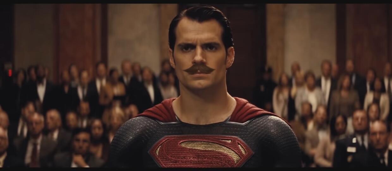 """Jak wyglądałby """"Batman v Superman: Świat sprawiedliwości"""", gdyby Henry Cavill miał wąsy?"""