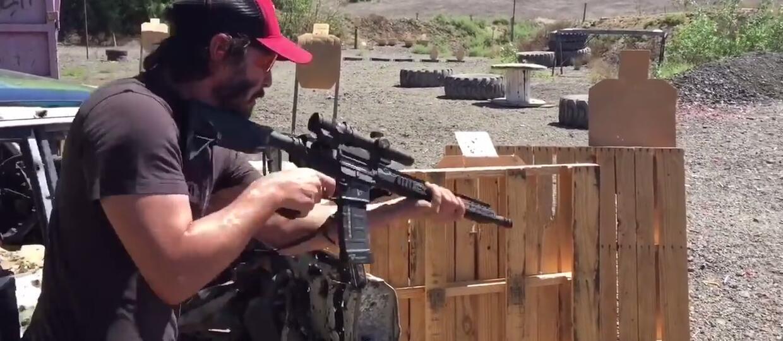 """Keanu Reeves ćwiczy na strzelnicy do """"Johna Wicka 2"""""""