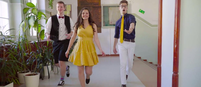 """Licealiści z Poznania odtworzyli scenę z """"La La Land"""""""