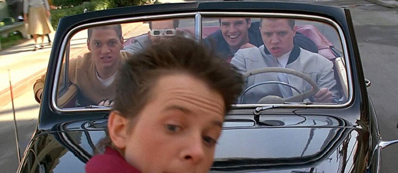 """Michael J. Fox i Tom Wilson z """"Powrotu do przyszłości"""" spotkali się po latach. Zobaczcie zdjęcie"""