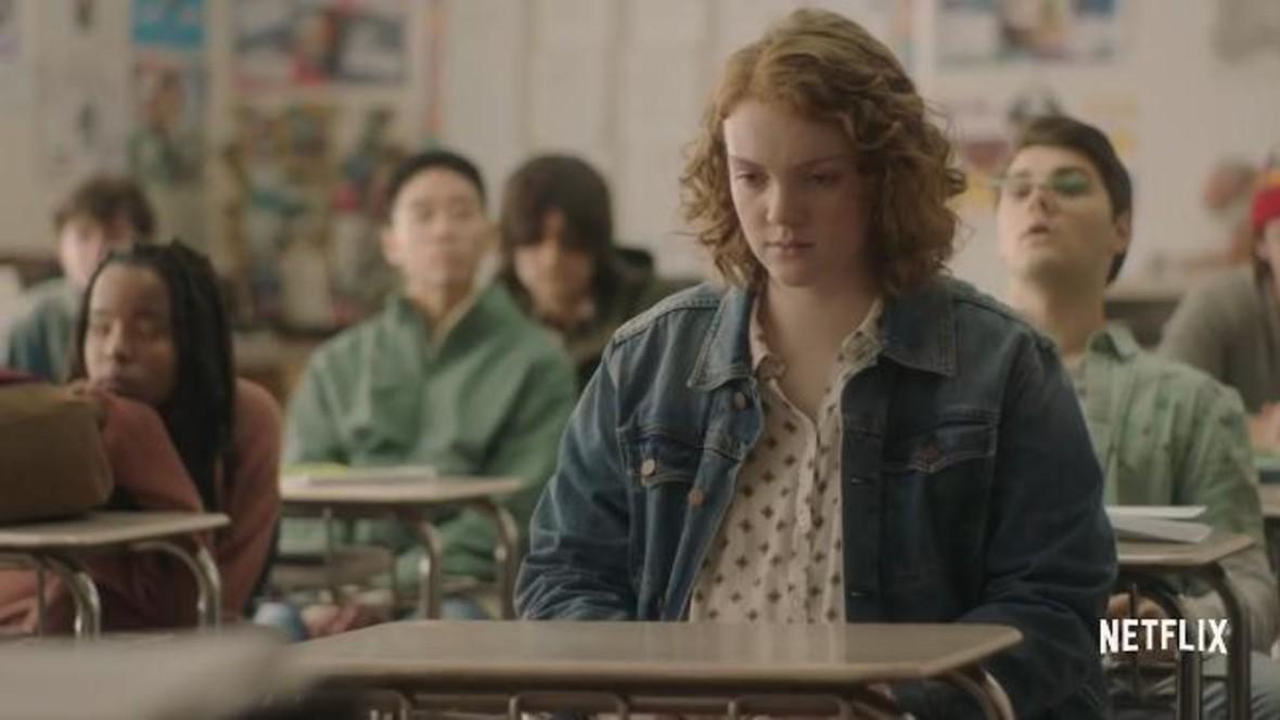 Nowy film Netfliksa skrytykowany za scenę, w której bohaterka udaje głuchą