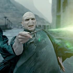 """Nowy zwiastun """"Fantastycznych zwierząt 2"""" potwierdza fanowską teorię dotyczącą węża Voldemorta"""