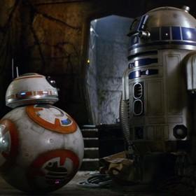 """R2-D2 po raz pierwszy przemówił ludzkim głosem. Jak wygląda seria """"Star Wars"""" z perspektywy droida?"""