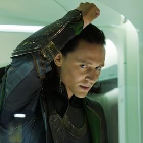 """Kolejny zaskakujący concept art z filmu """"Thor: Ragnarok"""" przedstawia Lokiego, jakiego nie znacie"""