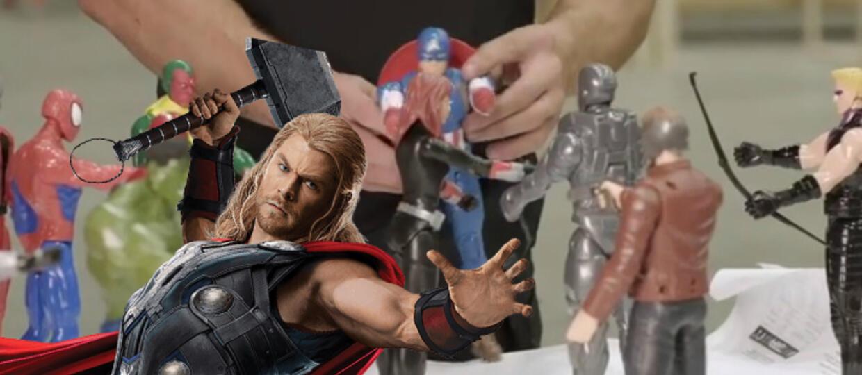 """Thor spuszcza łomot zabawkom Avengersów na planie """"Infinity War"""""""