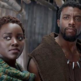 Chadwick Boseman i Lupita N'yongo w Black Panther