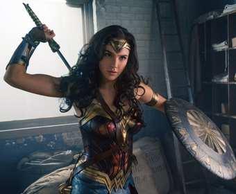 Wonder Woman i jej mała fanka. Urocze wideo
