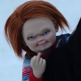 """Zobacz jak, gwiazdy remake'u """"Laleczki Chucky"""" okrutnie żartują z młodych członków obsady"""