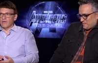 """Bracia Russo, foto: kadr z wideo """"Russo Brothers Talk Best Fan Theories, Which Actors Ask For Spoilers!"""""""