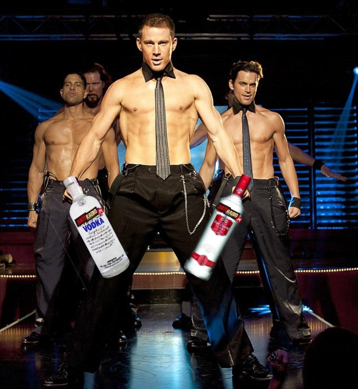 """Channing Tatum z własną """"psotną"""" wódką"""