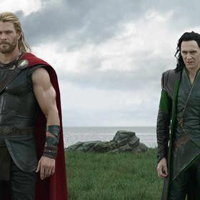 """Czy """"Thor: Ragnarok"""" to film o """"imigrantach, klasie pracującej i imperializmie""""?"""