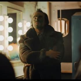 """David Harbour sparodiował """"Jokera"""", porównując go do... Ulicy Sezamkowej"""