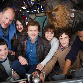 """Kim jest Qi'ra? Jacy byli kiedyś Han i Lando? Poznajcie bliżej bohaterów """"Han Solo: Gwiezdne wojny – historie"""""""