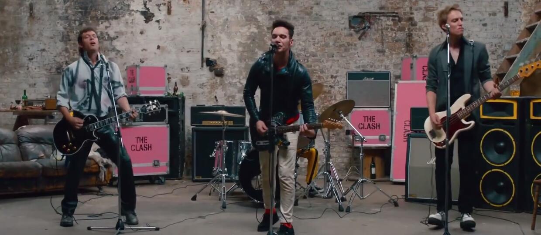 """Filmowy The Clash w utworze """"Clash City Rockers"""""""